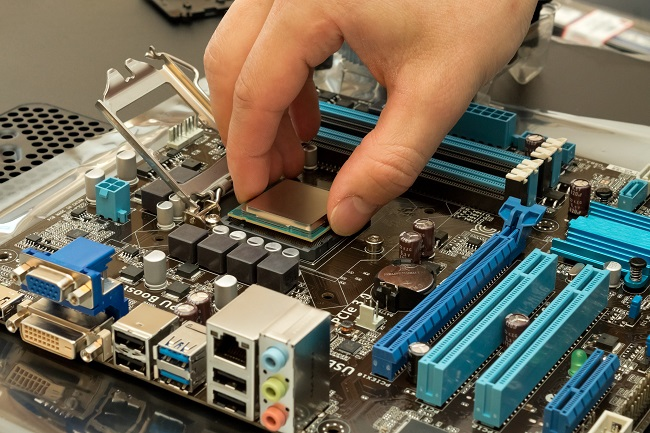 4 Factors You Need to Consider Before Replacing Your Motherboard