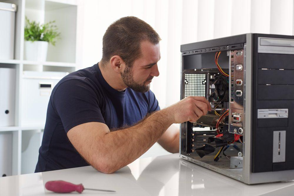 5 Budget-Friendly Benefits of Hiring Professionals for Computer Repair